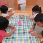 2歳児クラスでは小麦粉粘土でお月見団子を作りました♪